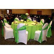 Чехлы на любые стулья, скатерти, юбки, оформление деловых мероприятий тканями, цветами, шарами. фото