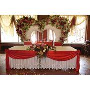 Оформление свадебного стола и фона тканями, оформление тканями столов фото