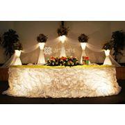 Свадебное оформление с подсветкой, украшение свадебного стола и фона, украшение зала фото