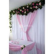 Свадебная флористика, оформление залов цветами и тканями. Аренда декора и текстиля фото