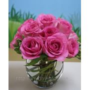 Свадебная композиция на стол гостей из алых роз фото