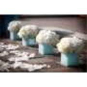 Цветы на свадьбу - букет невесты, бутоньерки, композиции на столы, украшение цветами свадебного стола фото
