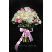 Свадебные букеты невесты, цветочные композиции на столы, арка из цветов, украшение бокалов, бутоньерки, оформление салфеток цветами фото