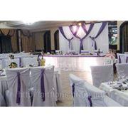 Оформление цветами и тканями, чехлы на стулья, скатерти, юбки, банты фото