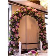 Свадебная арка на прокат в Киеве, аренда белой дорожки,стойки с цветами
