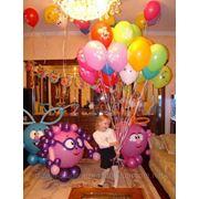 Украшение залов, комнат возушными шарами, цветами, тканями фото