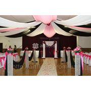 Украшение зала, арки, чехлы, цветы, шары, ткани, свадебное оформление фото