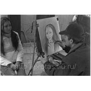 Портрет рисуется на Арбате в технике сухая кисть 2001год фото