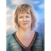 Женский портрет сухой кистью в цветном исполнении фото