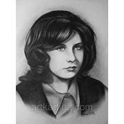 Портрет девушки со старой фотографии.Портрет сухой кистью фото
