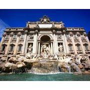 Полюбившийся туристам фонтан Треви в Риме будут реконструировать фото