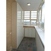 Шкаф встроенный на балконе фото