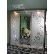 Шкаф купе рисунок на зеркале пескоструй фото