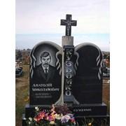 Памятник гранитный двойной с крестом посередине фото