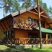 Отдельно стоящий двухэтажный дом с тремя раздельными комнатами на втором и просторной уютной гостинной на первом этаже. Forest view фото