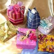 Услуги ручной упаковки подарков фото