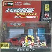 Коллекционные модели машин BBURAGO 1:43 FER Машина FERRARI металл. со свет. и звук. с аксессуар. в ассорт. [18-31110] фото