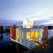 Дом на воде площадь 300 кв.м. фото