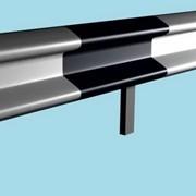 Металлические дорожные ограждения барьерного типа фото
