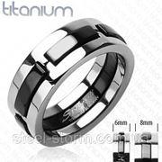 Кольцо титановое с черными вставками по центру фото