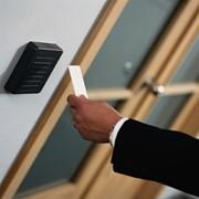 Системы контроля доступа, с возможностью увеличения числа рубежей, разделением движения потоков посетителей и протоколированием событий фото