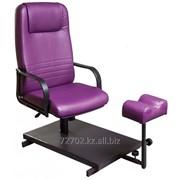 Кресло педикюрное на стационарной основе, с регулируемой подставкой для ног фото