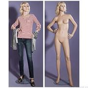 Манекен женский реалистичный телесный, с макияжем и париком, для одежды в полный рост, стоячий прямо, руки согнуты в локтях. MD-LG-96 фото
