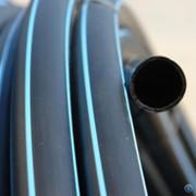 Труба ПЕ-80, ПЕ-100 питьевая (черная с синими полосами) оптом фото