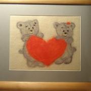 """Картина """"Влюбленные мишки""""(33х38) ( Валяние шерстью). Основа-фетр; шерсть-производство Италия, Новая Зеландия,Турция; рамка-дерево сосна фото"""