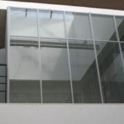 Монтаж стеклянных перегородок любой сложности, монтаж крутящихся дверей, автоматических дверей, алюминиевых окон и дверей, входных групп, зимних садов фото
