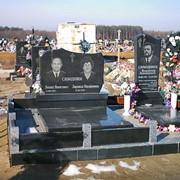 Памятник гранитный горизонтальный двойной скульптурный фото