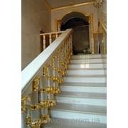 Золочение декора потолков, багетов, стен, лестниц фото