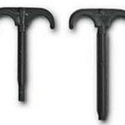 Крюк с дюбелем для крепления 2 труб, в изоляции фото