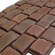 Средневековый дорожный камень фото