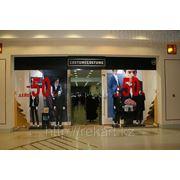 Оформление входа магазина, расположенного в торговом центре фото
