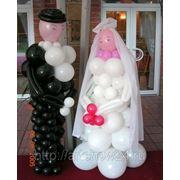 Фигуры жениха и невесты из шаров фото