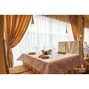 Скатерти салфетки фуршетные юбки чехлы на стулья шторы текстиль ресторанный фото