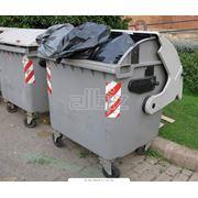 Утилизация отходов мусора. Обращение с отходами. Сбор транспортировка хранение опасных отходов фото