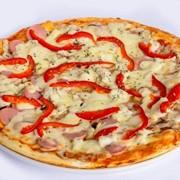 Пицца с куриным мясом. фото