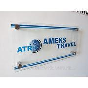 Офисная табличка из стекла с УФ-печатью. фото