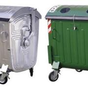 Контейнеры для отходов емкостью 0,66 м3, 0,77м3 и 1,10м3 поставляются в двух исполнениях: металлические и пластиковые. Металлический контейнер изготовлен из листовой стали, качественно провальцованной и окантованной. фото