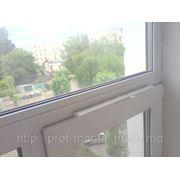 Приточные оконные клапаны,Оконные вентиляционные клапаны фото