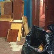 Вывоз старой мебели из квартиры на свалку. Утилиза фото