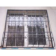 Решетка металлическая с элементами холодной ковки фото