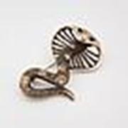 100(48) Брошь красавица кобра со стразами золотая фото