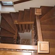 Деревянная лестница с бетонной отделкой фото