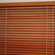 Горизонтальные деревянные жалюзи фото