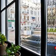Оформление окон и оконных рам в ресторанах, кафе и барах фото