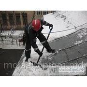 Очистка крыш от снега фото