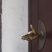 Замена дверных ручек фото